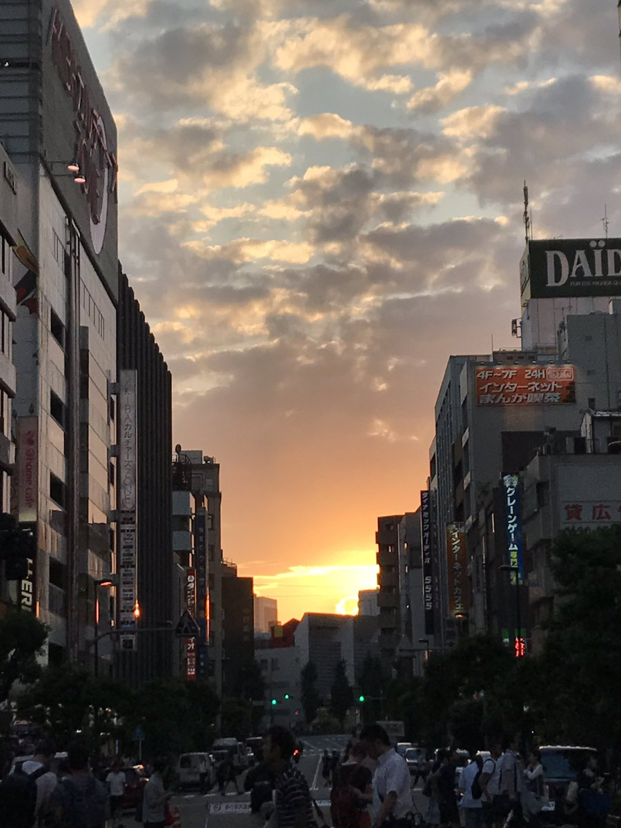 夕日が沈もうとしてる秋葉原 https://t.co/YeBWwLfhpV