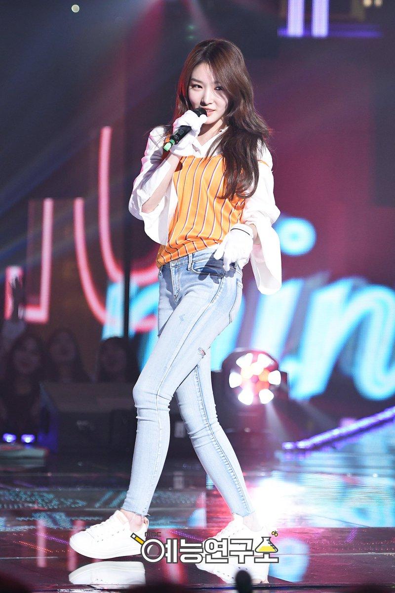 Kim Chungha on King of Mask Singer - Music - OneHallyu
