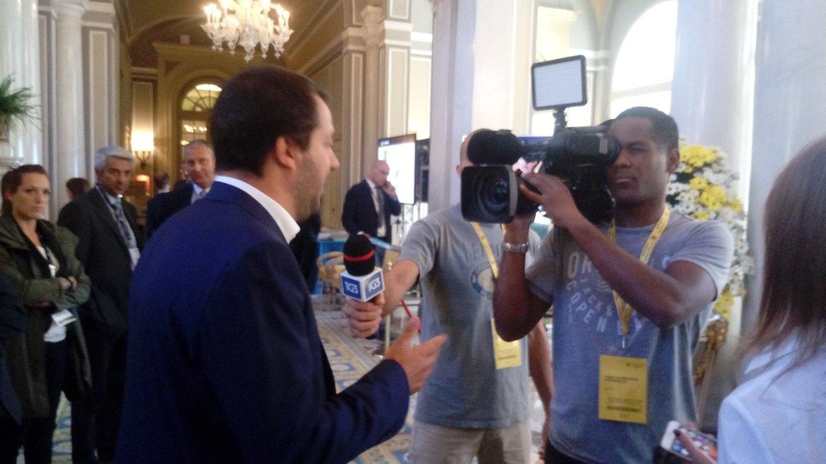 Salvini e il cameramen Contatti a #Cernobbio  @LaStampa @riotta https://t.co/XlTP1py0lv
