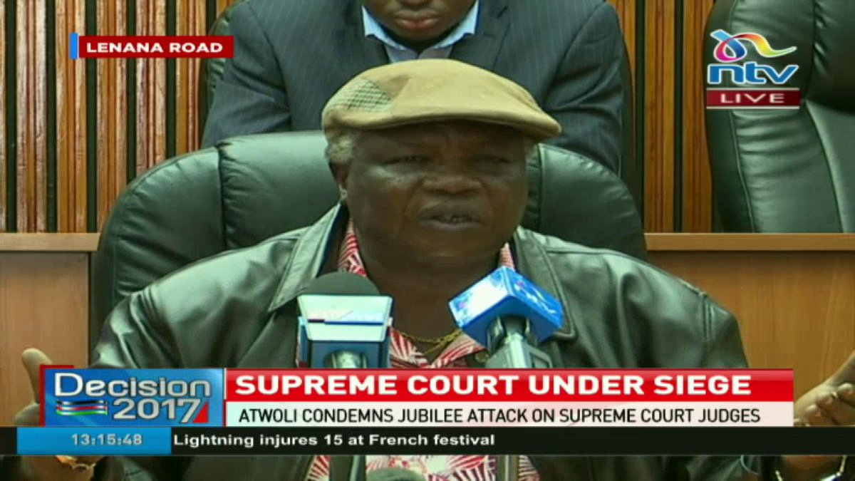 COTU secretary general Francis Atwoli asks Uhuru Kenyatta to be sober while addressing his supporters. https://t.co/BJGFJzjtRO