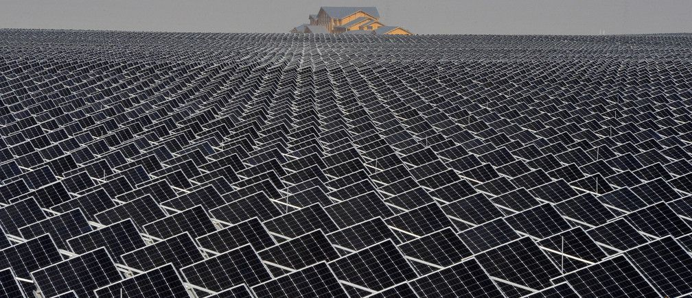 As Trump tweets, Australia&#39;s building the world&#39;s largest single-tower #solar thermal power plant  https:// buff.ly/2y7eHqx  &nbsp;    #renewables<br>http://pic.twitter.com/GDzYsdTDjP