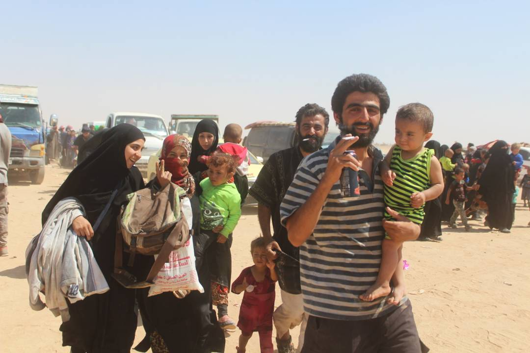 IDPs cont. to flee towards #SDF in Dayr Az Zawr Province. Many  fighting to clear Euphrates River Valley of  are#ISIS local #defeatDaesh