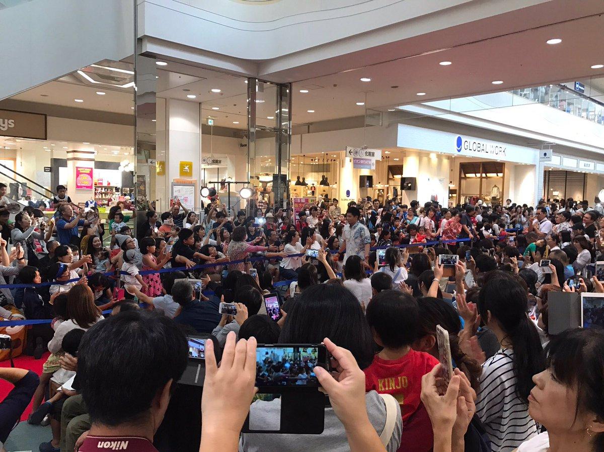 イオン南風原ショッピングセンターでのイベントスタート! お越しいただいたたくさんの方々に囲まれながら…