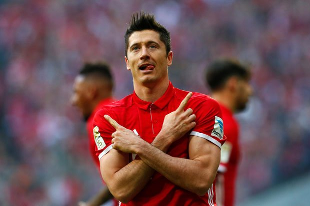 Lewandowski wants to move to Madrid but Real&#39;s board doesn&#39;t sanction player purchases over.  He has till //. #Real #Bayern <br>http://pic.twitter.com/aUjORVWiGS