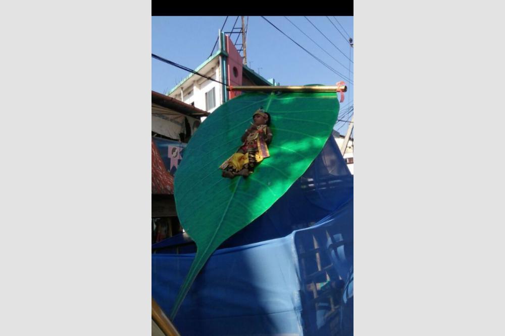 #Kerala Child Dressed As Krishna Tied On Giant Leaf On Moving Vehicle On #Janmashtami, Organisers Booked  https:// goo.gl/hk4ksr  &nbsp;  <br>http://pic.twitter.com/qTcQxypKbk