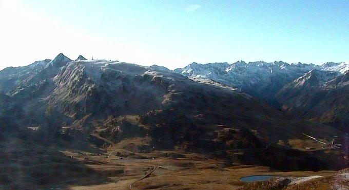 Otra #nevada en #baqueira #beret a 3 meses inicio de temporada tic, tac... reserva tus vacaciones de #invierno en https://t.co/RIq8oWXvmp
