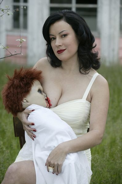 Happy Birthday to Jennifer Tilly.