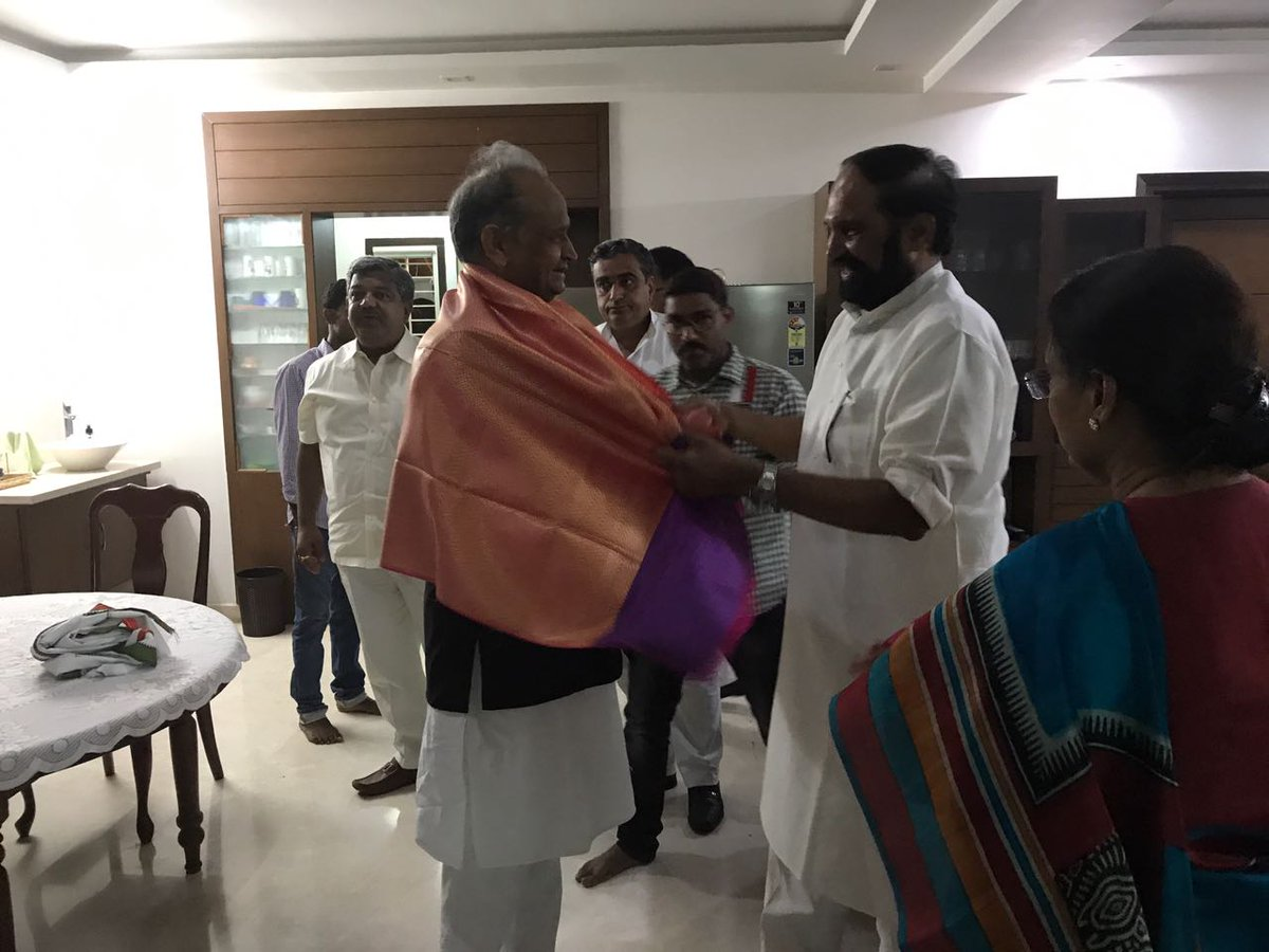 Met with #Telangana PCC President Sh.N.Uttam Kumar Reddy n his wife, Congress MLA Smt Padmavati Reddi at their residence... <br>http://pic.twitter.com/iVyCyi9ZzP