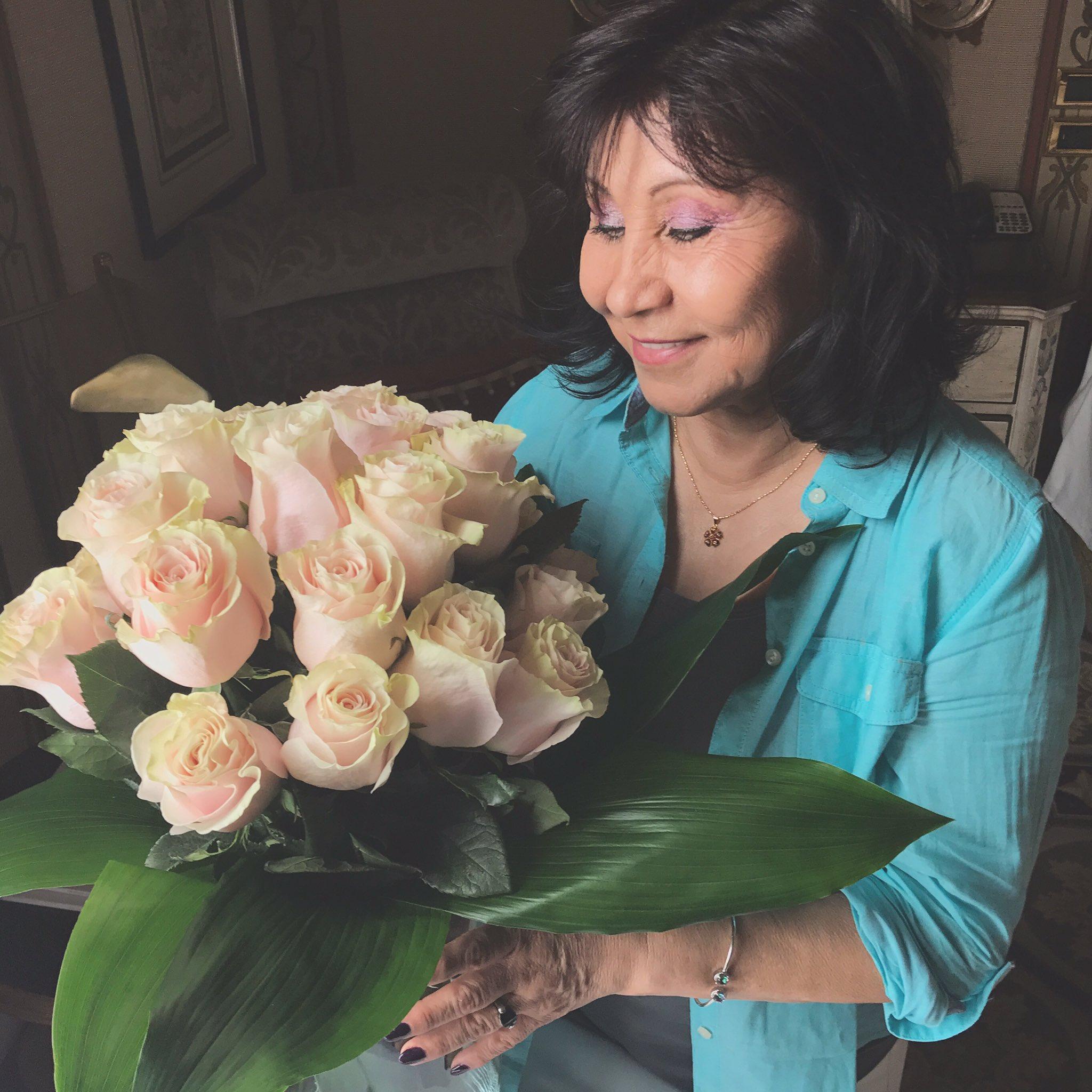 Feliz cumpleaños, Mami! 💖✨ https://t.co/jID5tDRoxJ