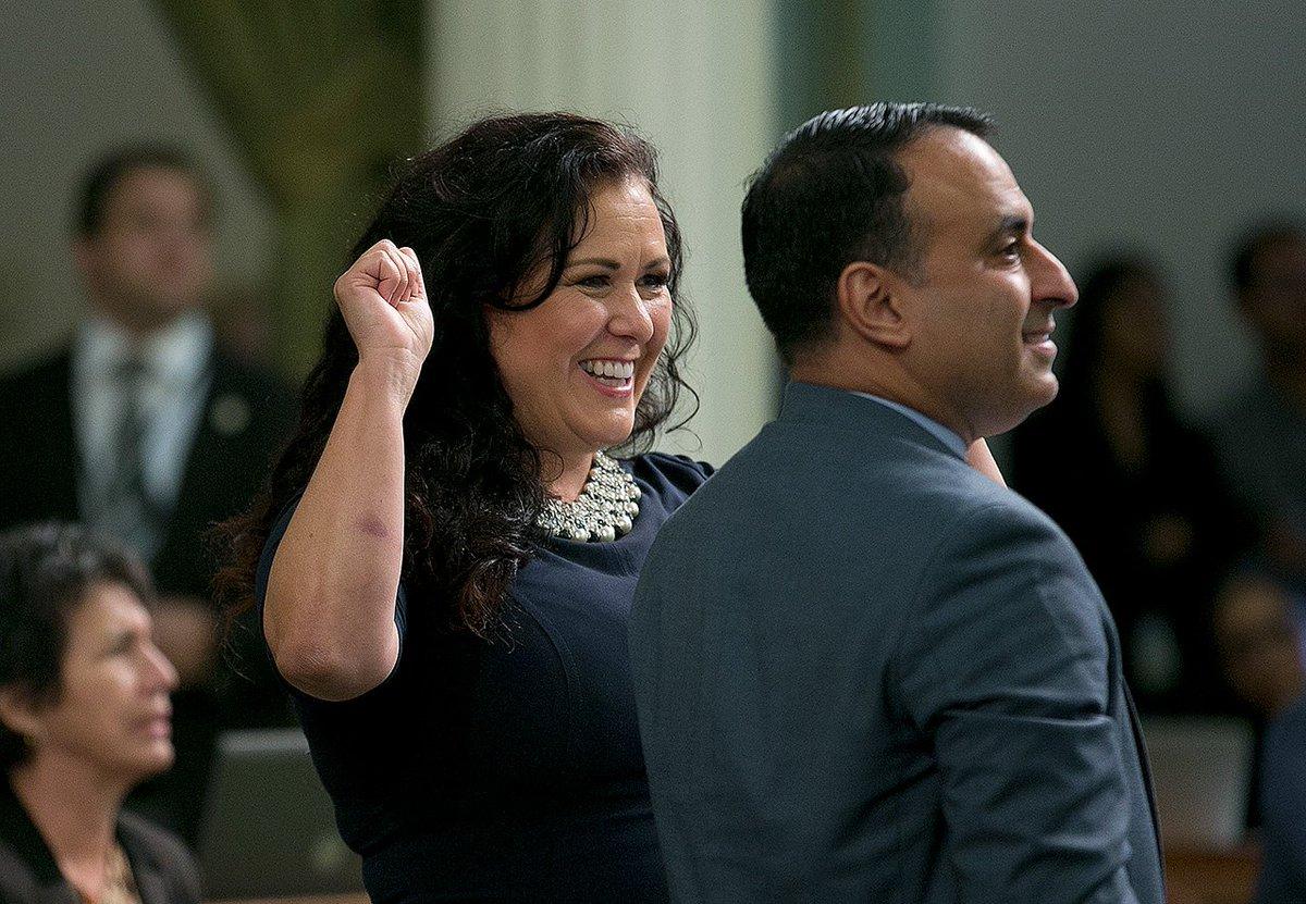 #BREAKINGNEWS California Legislature approves 'sanctuary state' bill to protect immigrants https://t.co/4OApJC2u9k