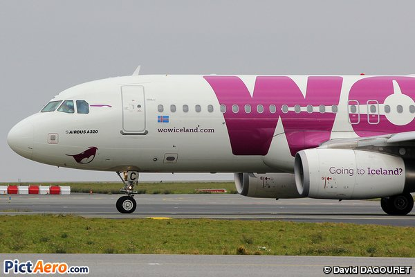 Funny @Airbus A320 @wow_air smiling at Paris CDG #avgeek #aviation #planespotting #aircraft #spotter  #Iceland  http://www. pictaero.com/fr/pictures/pi cture,207121 &nbsp; … <br>http://pic.twitter.com/MPFX04iyWO