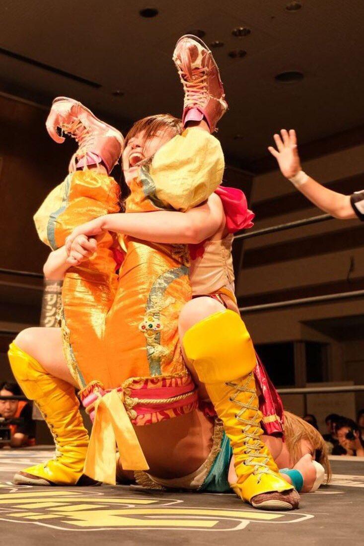 見てください。写真映りは△だけど狂気は◎。 多分、伊藤はアイドルの神様に疎まれて、プロレスの神様に愛…