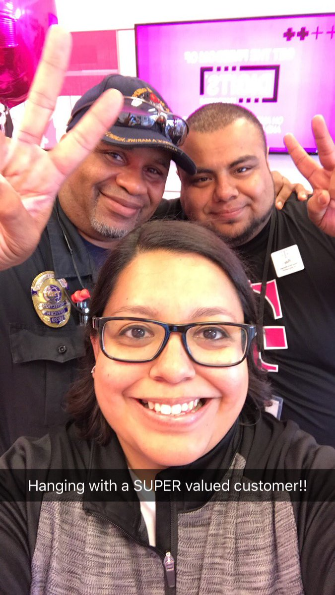 Appreciating the community around our 54th/Wentworth store! Stacks of pizza and 103.5 KissFM!! @yes_i_cantu #NCredible #winteriscoming<br>http://pic.twitter.com/yWdHNeyD1i