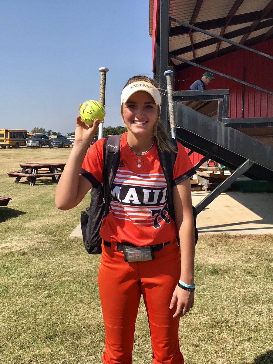 This kid hit herself a massive dinger today!! Love my #70 #dinger #byeball. @jo_sparks10<br>http://pic.twitter.com/8wWW8y0Qqk