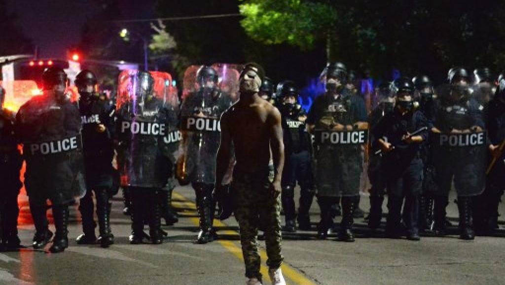 Etats-Unis: échauffourées à Saint-Louis après l'acquittement d'un ex-policier https://t.co/S3PXjPKUBS