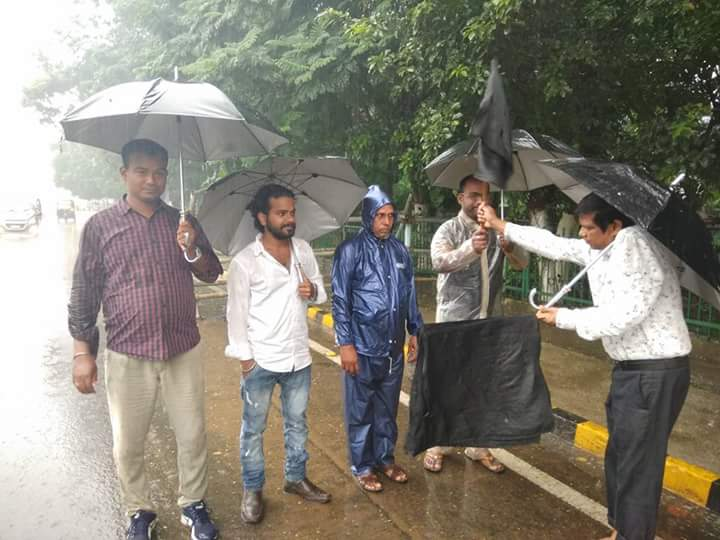 DefyingHeavyRains #BhasaAndolanOdisha on 522 days #BFM on 437 days,Sept16 @rashtrapatibhvn @narendramodi #HappyBirthday @Naveen_Odisha @BBC<br>http://pic.twitter.com/4kCA6sfU9V