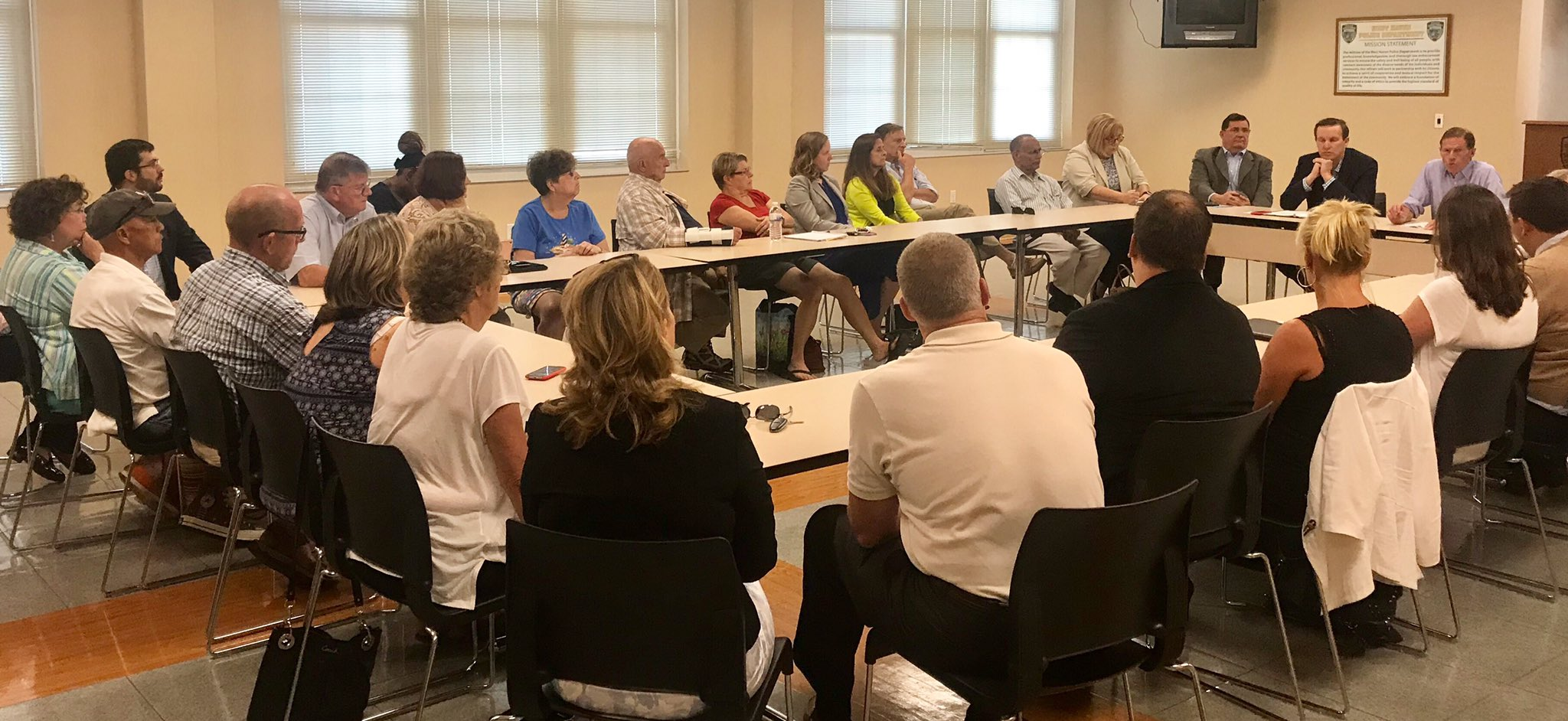 Sat down with mayors, insurance agents, realtors, & resiliency experts in #WestHaven to talk about flood insurance https://t.co/pjySIwbAXq