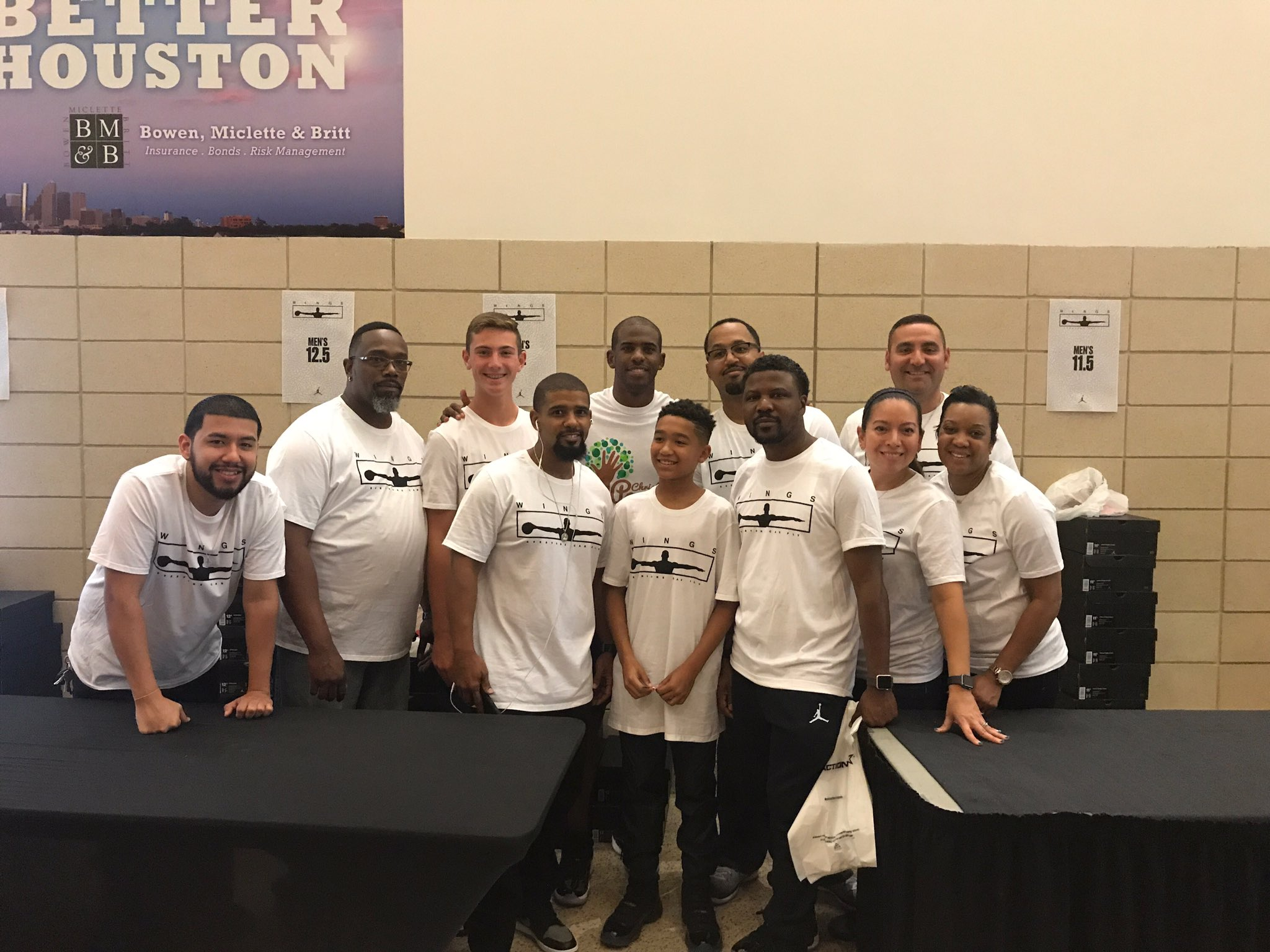Much love to everyone that helped us give shoes to over 30 schools in the community today!! #CP3Family #CP3Cares https://t.co/rGHnoaz4uQ