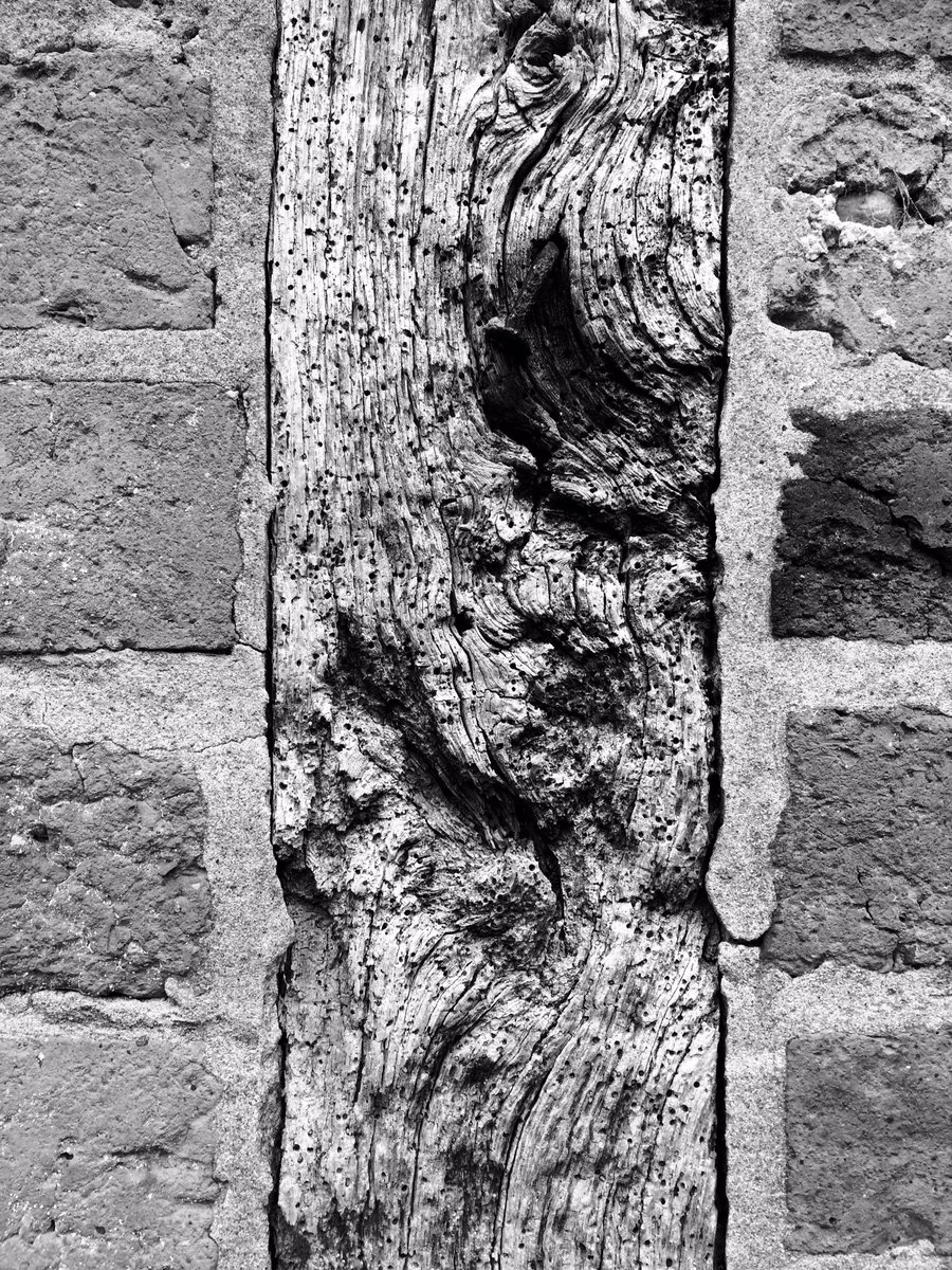 Brick wood brick #heritage #bricks #weatheredwood @AvoncroftMuseumpic.twitter.com/jeT9RjbvTq