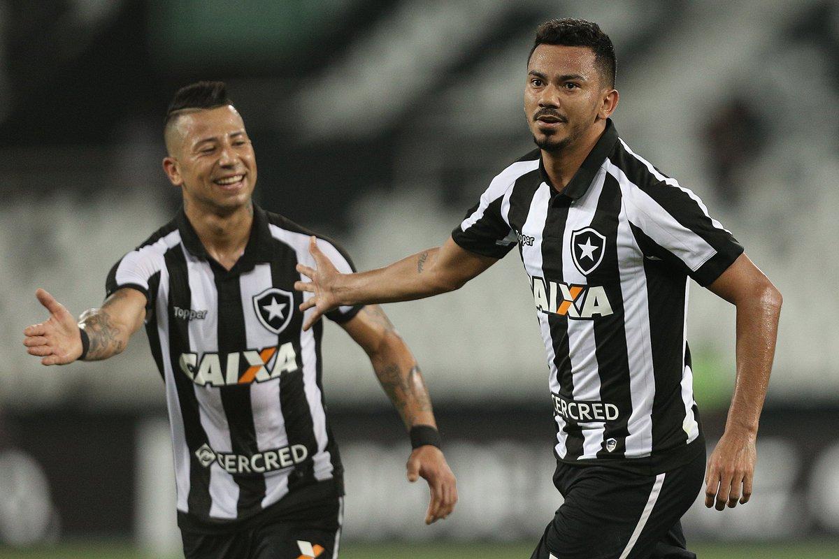 Fim de jogo! Com gols de Lindoso e Guilherme, BOTAFOGO vence o Santos por 2 a 0 e chega a 37 pontos no Brasileirão! Valeu, FOGÃO!