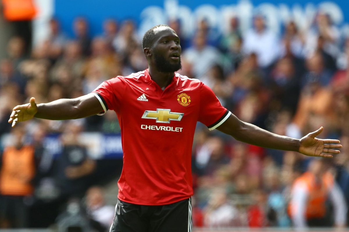 Gary Lineker reacts to what Romelu Lukaku did against Everton