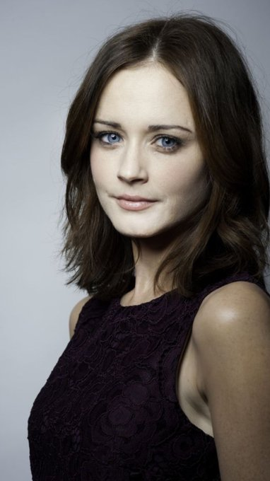 Happy Birthday to a great actress Alexis Bledel may Rory Gilmore Live on forever