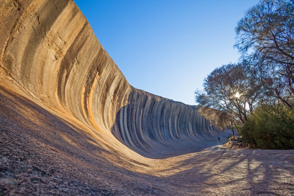 Western Australia&#39;s Wave Rock is a natural phenomenon that really does exceed every expectation! #waverock #anotherdayinwa #smilekings<br>http://pic.twitter.com/K1rPT8gq0p