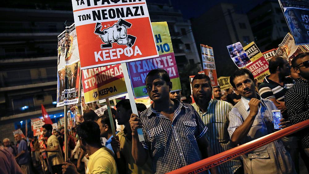 Manifestação em Atenas assinala quarto aniversário do assassinato do rapper Pavlos Fyssas https://t.co/djnLE6jnWT