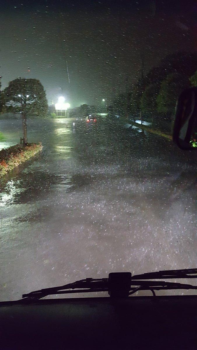 新日本プロレス「愛媛・西条大会」の帰り道。マーティーが深さを見に行ったら膝上までありやがる。台風の中…