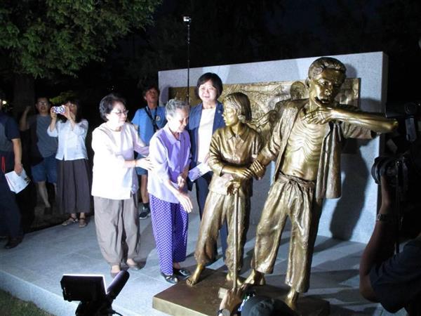 釜山の日本総領事館前に「徴用された朝鮮人労働者像」設置へ sankei.com/world/news…