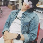 束の間の休憩。ただでは寝ない男、沢城千春。 pic.twitter.com/ctskATkpj7