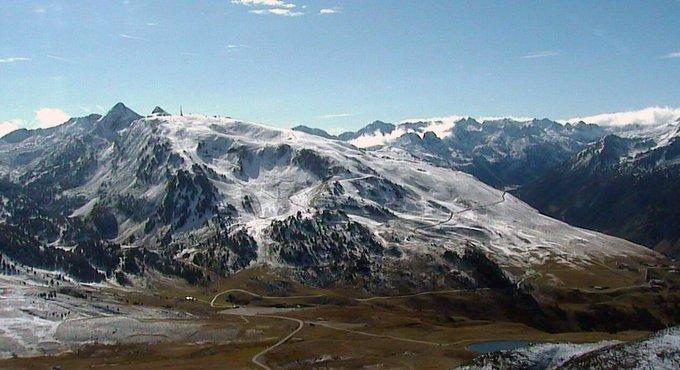 ¡Nos despertamos con una #sonrisa! #nevada que anuncia el #otoño y #temporada17_18 en #baqueira #beret #ganasdenieve #baqueirasinlimites