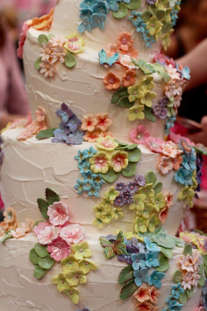 Use stem tape for #wedding #flowers &amp; #cake decorations W/ #Free eBook #DIY #gumpaste #handmade #crafts #rt  https:// buff.ly/2wZa16L  &nbsp;  <br>http://pic.twitter.com/HMPHVNYjJv