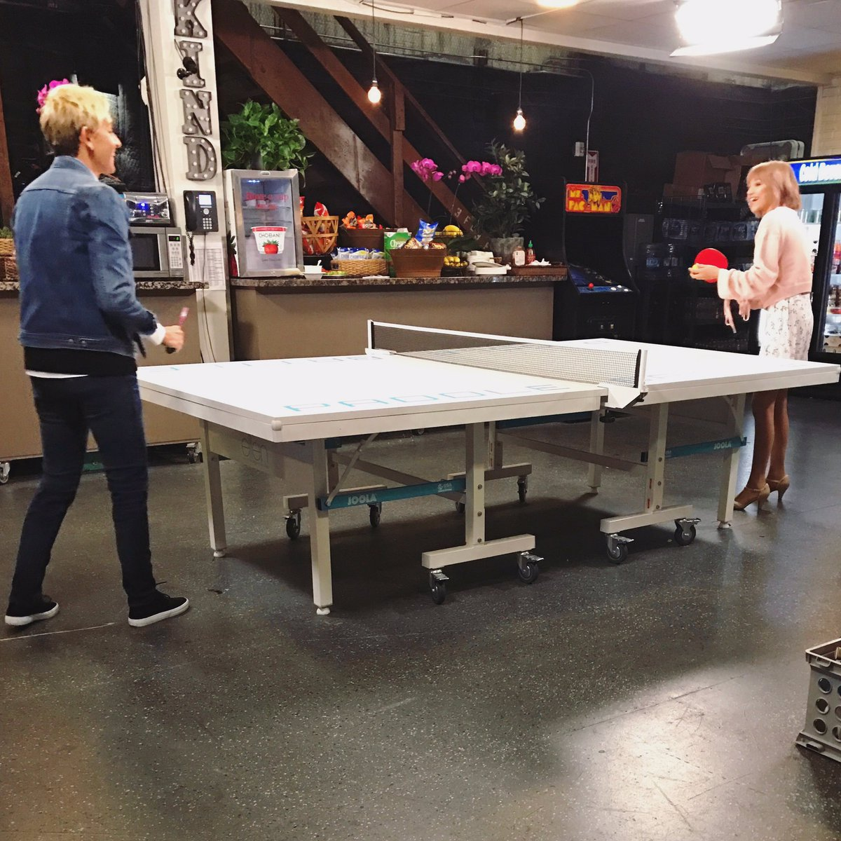 SOOO happy I got to perform #Moonlight on @theellenshow! I can't wait for you to see it tomorrow. She's AMAZING! Especially at ping pong <br>http://pic.twitter.com/OgmF9R1tiA