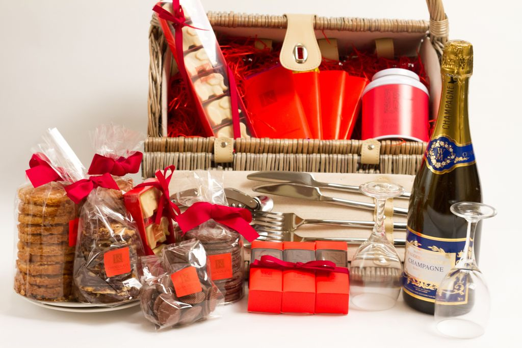 Looking picnic hampers