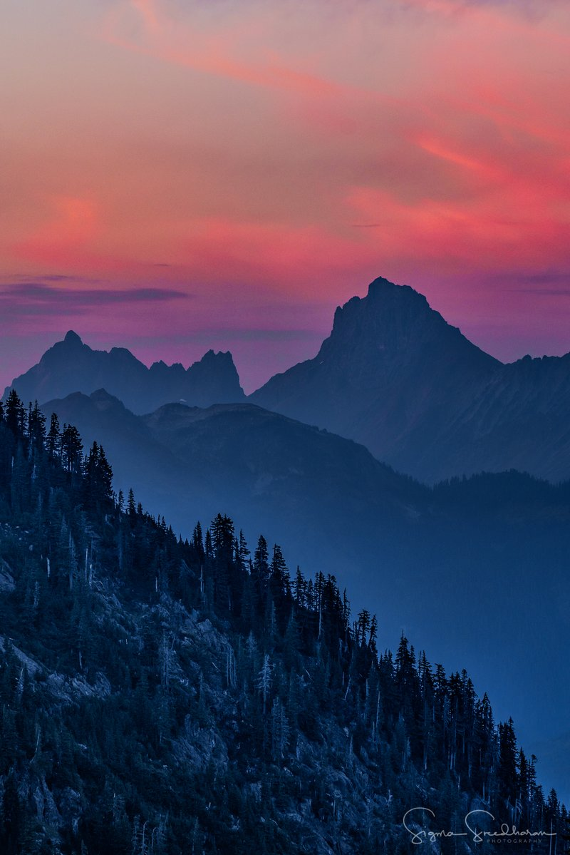 RT @EdJoyce : Smoky #sunset views from #ArtistPoint, #MountBaker area. photo @sigmas<br>http://pic.twitter.com/CWqtXHsrUJ