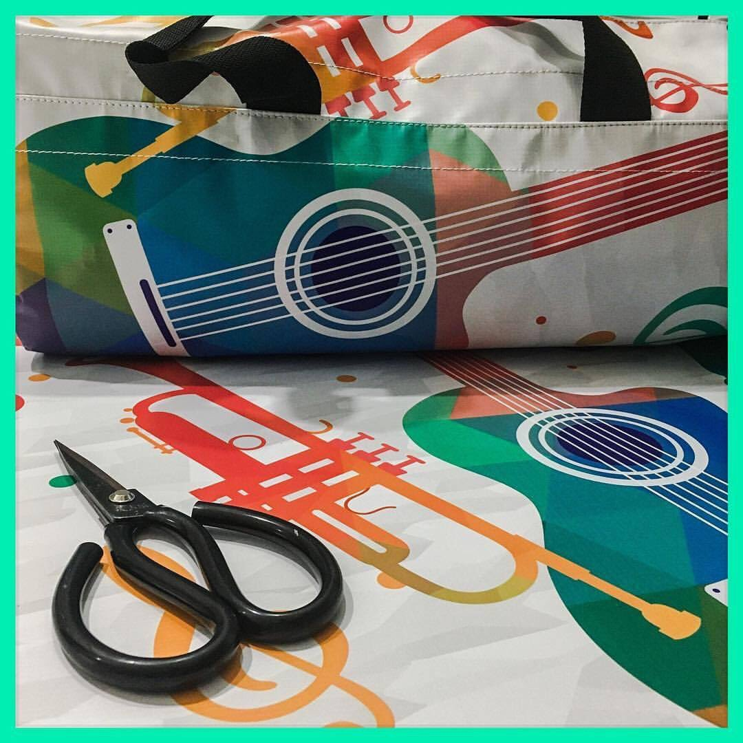 This colorful banner was used for #music #day It is now a cool duffle #bag #upcycle #repurposed #sakili #made in #mauritius   #GlobaGoals<br>http://pic.twitter.com/LqubBoiNf8
