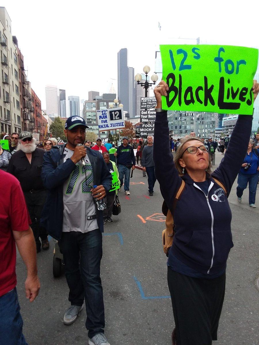 .@JessedHagopian leading #CharleenaLyles #SayHerName chant<br>http://pic.twitter.com/SQ78Qacmhk