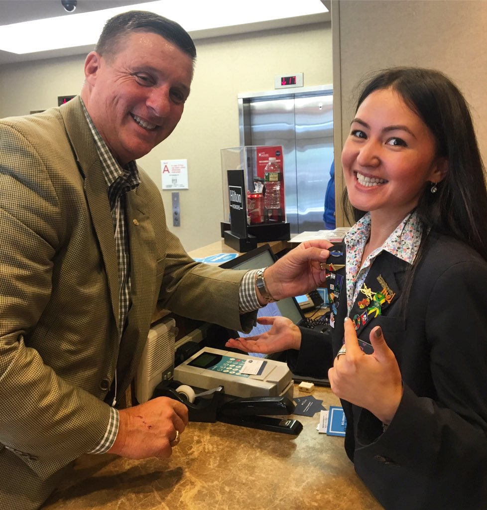 One of our guests noticed that our agent Saule was collecting #Lapelpins and offered her one of his own! #wowmoment #pincollectors<br>http://pic.twitter.com/amaLiwZXP7