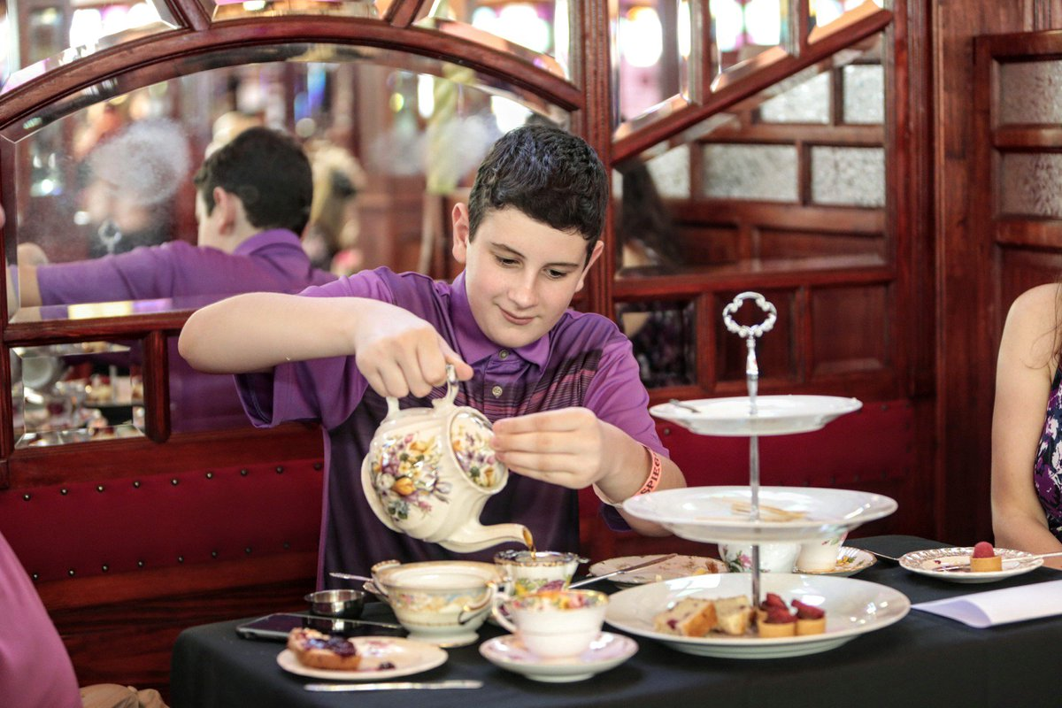 Delightfully posh with a definitive fringey twist. Napkins on your lap and mind your manners. #pinkiesUp #afternoontea  @JohnSchliaPhoto<br>http://pic.twitter.com/tq3CfJCkku
