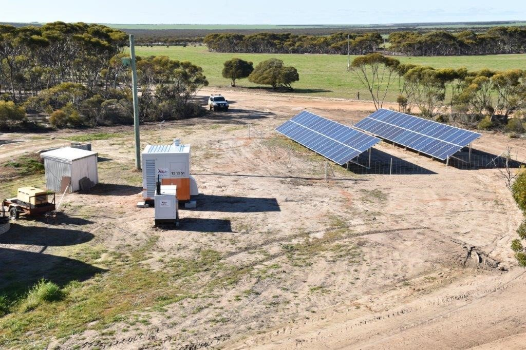 Cheap and reliable: Living off the sun and lithium batteries proves a winner in #Solar trial for farmers  http:// ab.co/2f43Aao  &nbsp;  <br>http://pic.twitter.com/E8ZCGtsxt9
