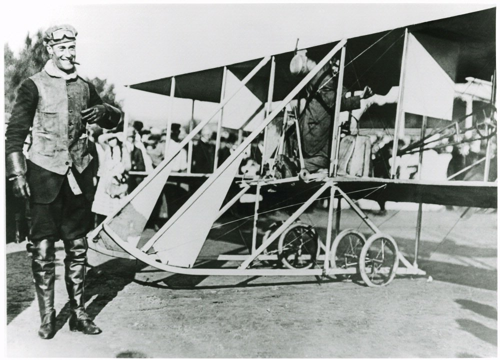 Today in 1911: Calbraith Perry Rodgers departed on 1st crossing of U.S. by airplane:  http:// s.si.edu/2fcfliE  &nbsp;   #avg… <br>http://pic.twitter.com/dVT3yjyqD6