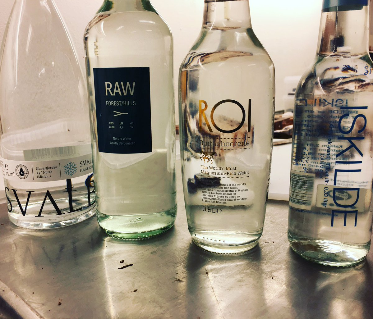 4 amazing waters in front of me with such different taste profiles Which one did you already tastet? #watersommelier <br>http://pic.twitter.com/BpLxLSYcjc
