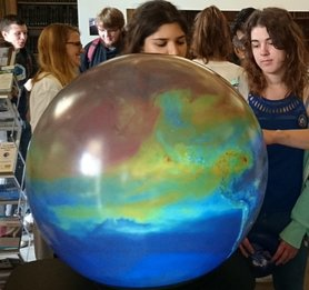 Understand more about extreme weather &amp; #climatechange with Magic Planet at #CuriosityCarnival 29th Sept 7-10pm  http:// bit.ly/2uJHFuT  &nbsp;  <br>http://pic.twitter.com/gpkRuUEVBO