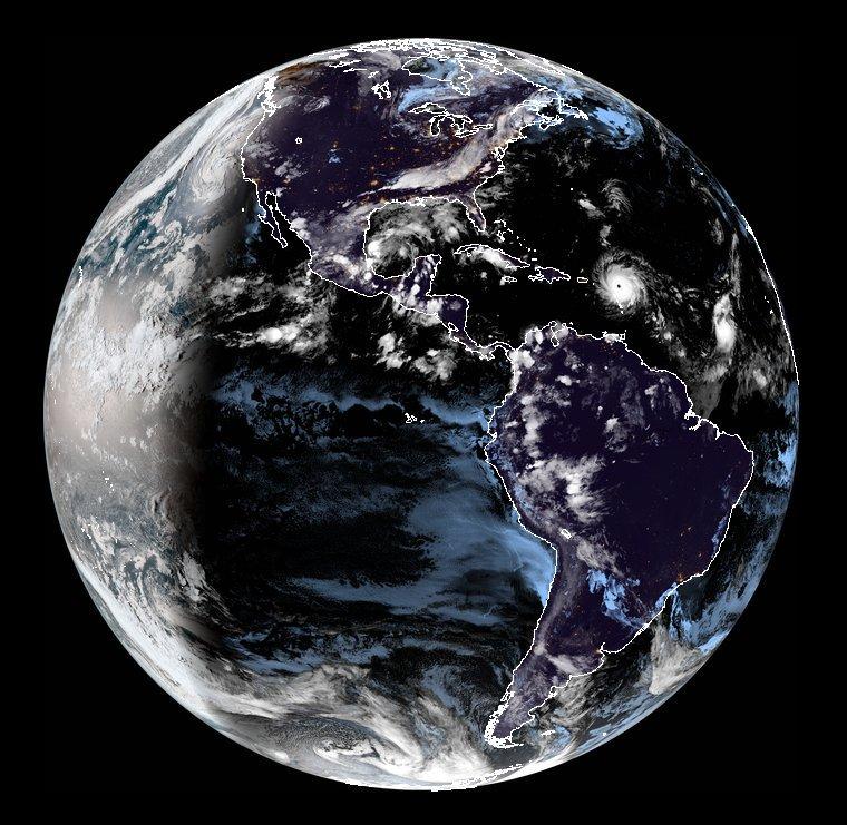 Impressionnant ! L'œil de l'#OuraganIRMA est bien visible depuis l'espace ! Crédits @NASA