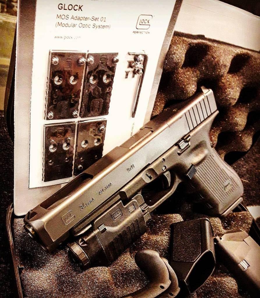 Arrrrivage ! Glock 34 Gen4 MOS ! #billau #billau_armes #armes #arme #weapons #weapon #guns #gun #glock #glock34 #g…  http:// ift.tt/2xNDVuL  &nbsp;  <br>http://pic.twitter.com/thqgfmGbK9