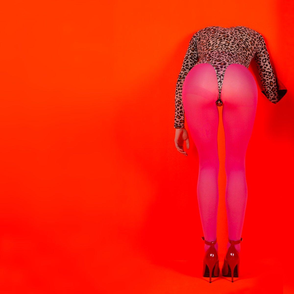 St. Vincent / Annie Clark [Esperando al nuevo disco] DJCt17VUMAAhnBR