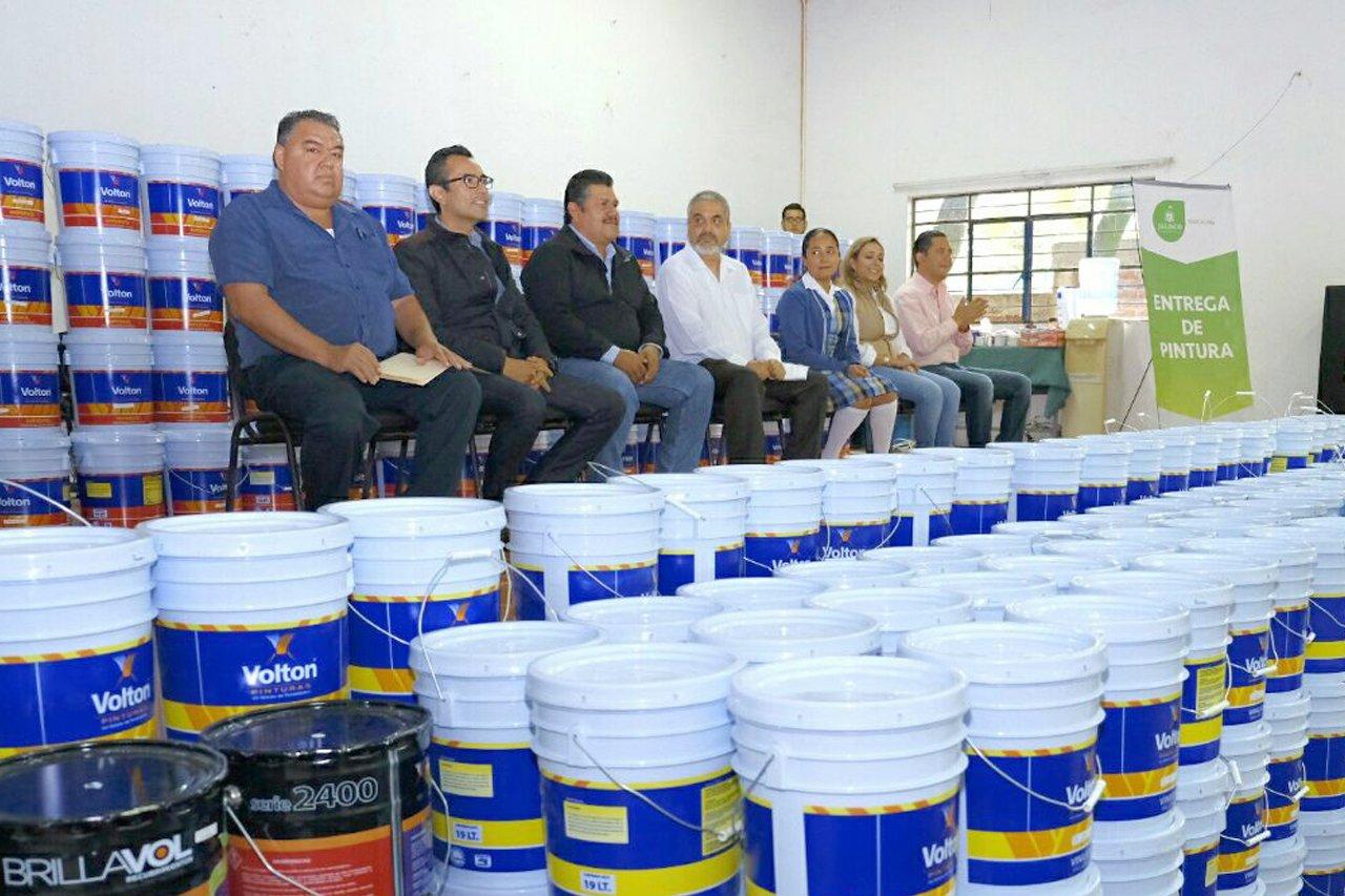 El Presidente Municipal de Unión de Tula, Ernesto Zermeño, recibió la pintura de parte de @ponchogomezg, en representación de @PacoAyon. https://t.co/5L8PvhGY4K