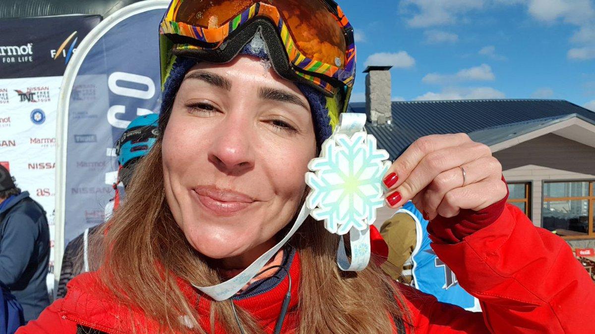 Do estúdio para a neve: apresentadora do Sportscenter, @JUVEIGAESPN  vence prova de snowboard  https://t.co/5f1d4nUSRY #juveigananeve