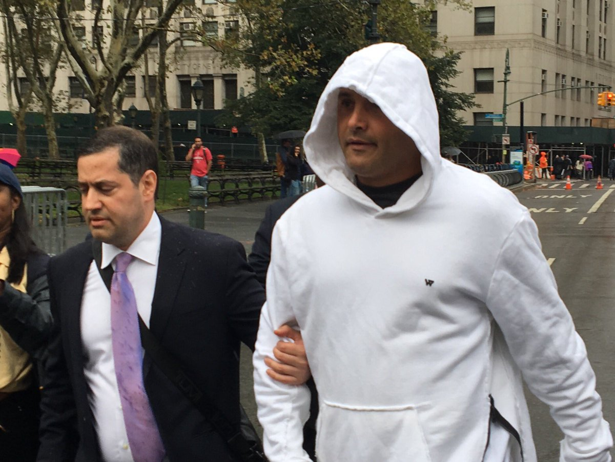 "Peter Haskell on Twitter: ""WFAN host Craig Carton leaving federal court  after being arraigned on charges he fleeced investors to pay his gambling  debts. @wcbs880… https://t.co/31EIMZ5tM8"""